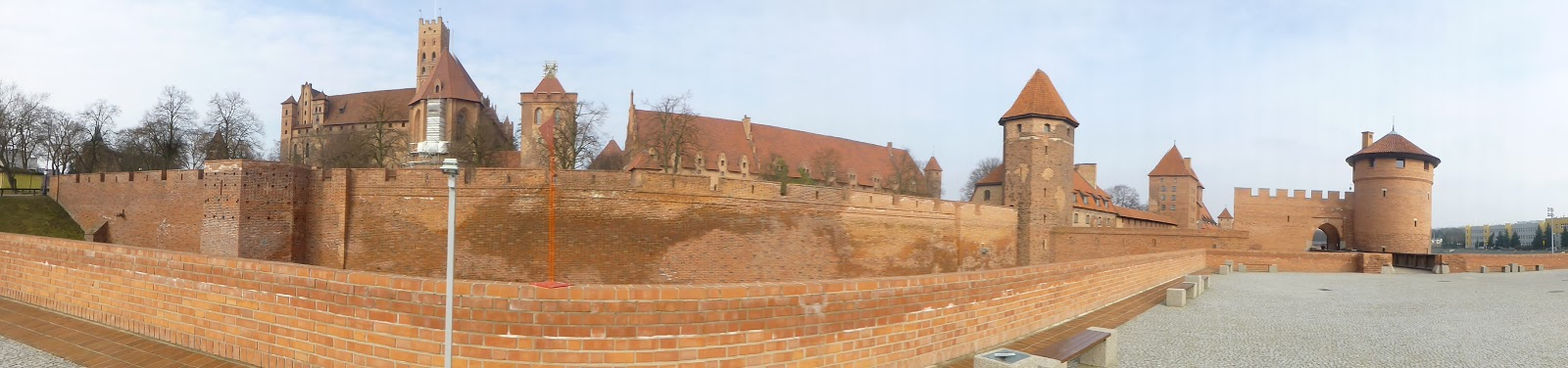 the castle was completed in 1406 and was the largest brick castle in the world the teutonic knights were a german roman catholic religious order of