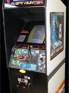 Imagen de una máquina recreativa con el Spy Hunter de 1983