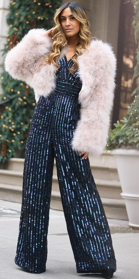 From stylish jumpsuit to colorful jumpsuit, onepiece jumpsuit to strapless jumpsuit. Find 44 Insanely Cute Jumpsuit Outfits to Try Before Anyone in 2019. Jumpsuit Fashion and jumpsuit dress via higiggle.com #jumpsuit #outfits #style #fashion