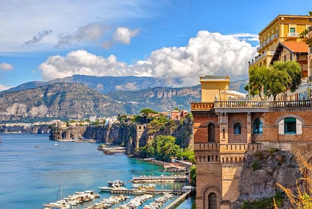 Vista de parte da cidade de Sorrento