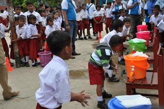 kegiatan sanitasi mencuci tangan di sekolah