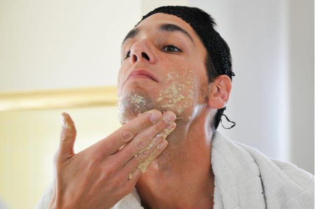 Mặt nạ trắng da cho nam giới bằng chuối và yến mạch
