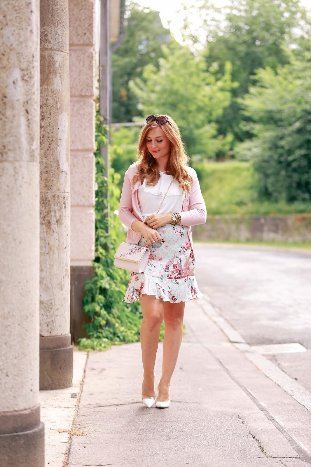 Fashionstylebyjohanna-Blumenkleid-von-Orsay-Deutsche-Fashionbloggerin