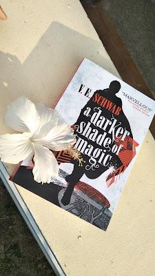 [BOOK REVIEW] A Darker Shade of Magic by V.E. Schwab