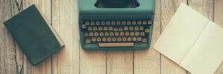 papel. máquina de escribir y libreta