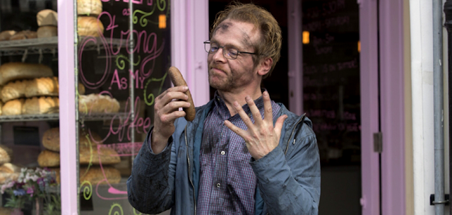 Simon Pegg în comedia Absolutely Anything