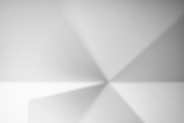 Kompozycja abstrakcyjna. Suprematyzm. Fotografia czarno-biała. Fotografia odklejona. fot. Łukasz Cyrus