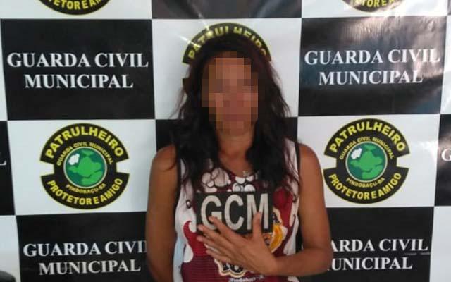 Guarda Municipal de Pindobaçu prende mulher que invadiu casa e cometeu furto
