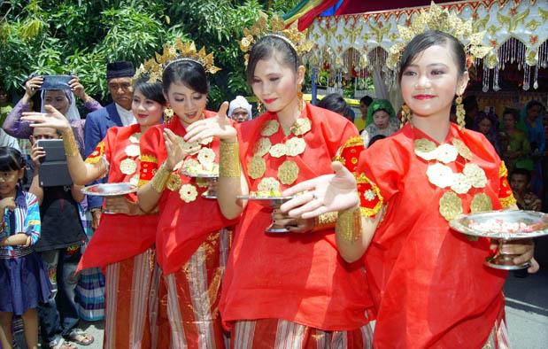 Pakaian Adat Sulawesi Selatan Nama Gambar Dan Keterangannya