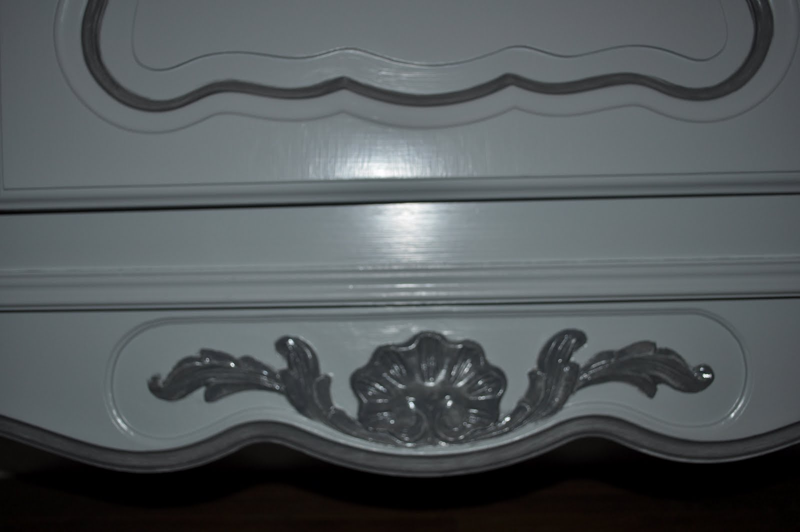 bois et patines nathalie madrenes repeindre une armoire vernie. Black Bedroom Furniture Sets. Home Design Ideas