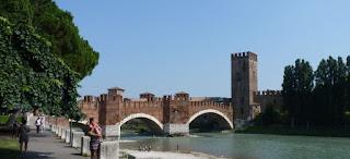 El Puente Scaligero y Castillo Castelvecchio.