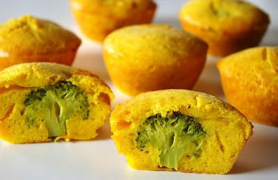 muffinki serowo-brokułowe, muffiny cheddarowe