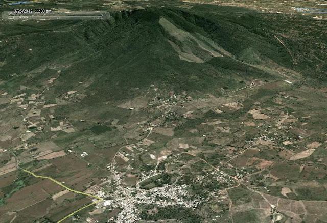 Pueblo de Santa Fe (Abajo) y el Cerro de Santa Fe (Arriba)
