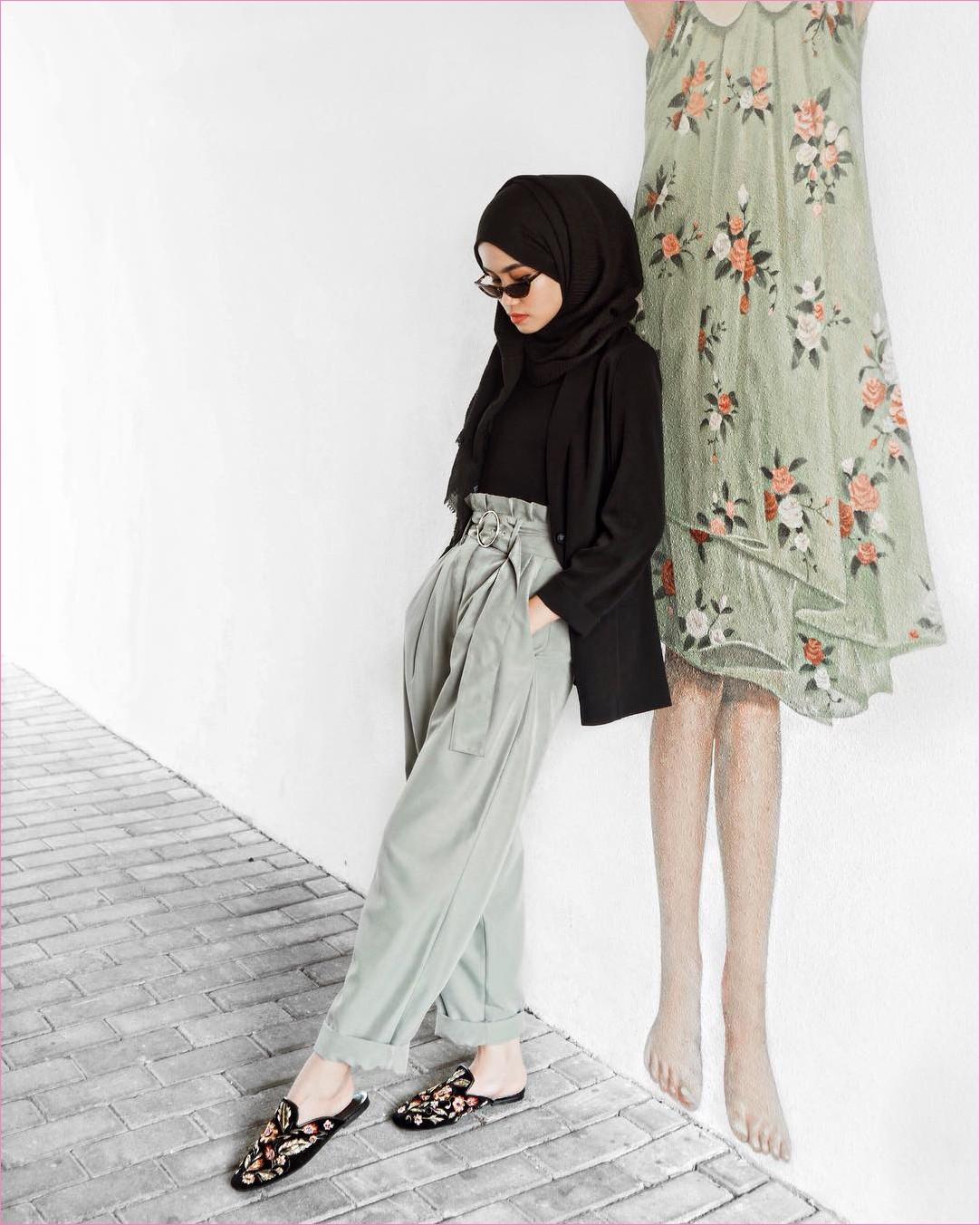 Outfit Kerudung Pashmina Ala Selebgram 2018 hijab pashmina rawis blazer outer mangset hitam loafers and slip ons flatshoes celana jogger pallazo abu ootd trendy kekinian hijabers kacamata