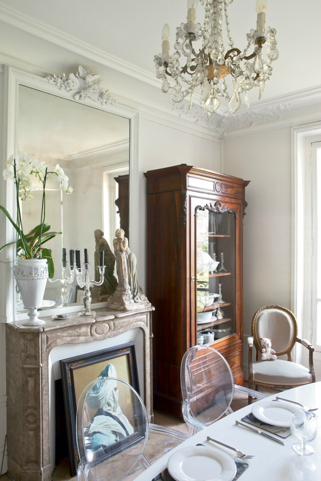 Boiserie c raffinati stucchi in stile francese for Soggiorno in stile cottage francese