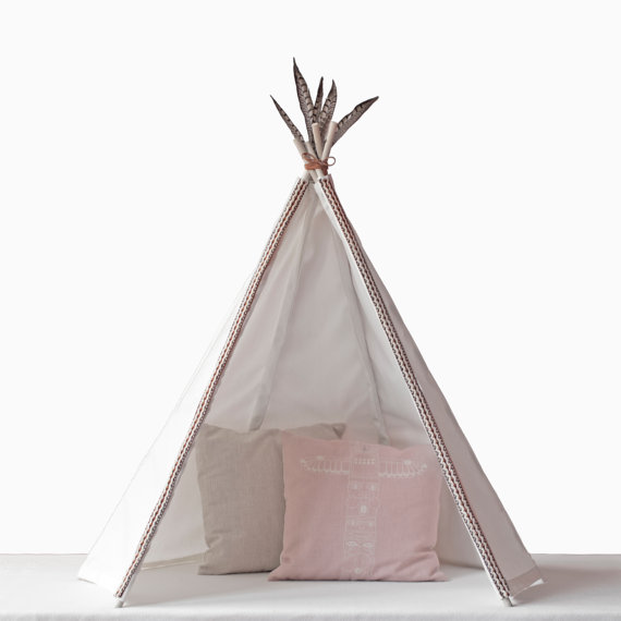 girlystan o trouver un tipi pour une chambre d 39 enfant. Black Bedroom Furniture Sets. Home Design Ideas
