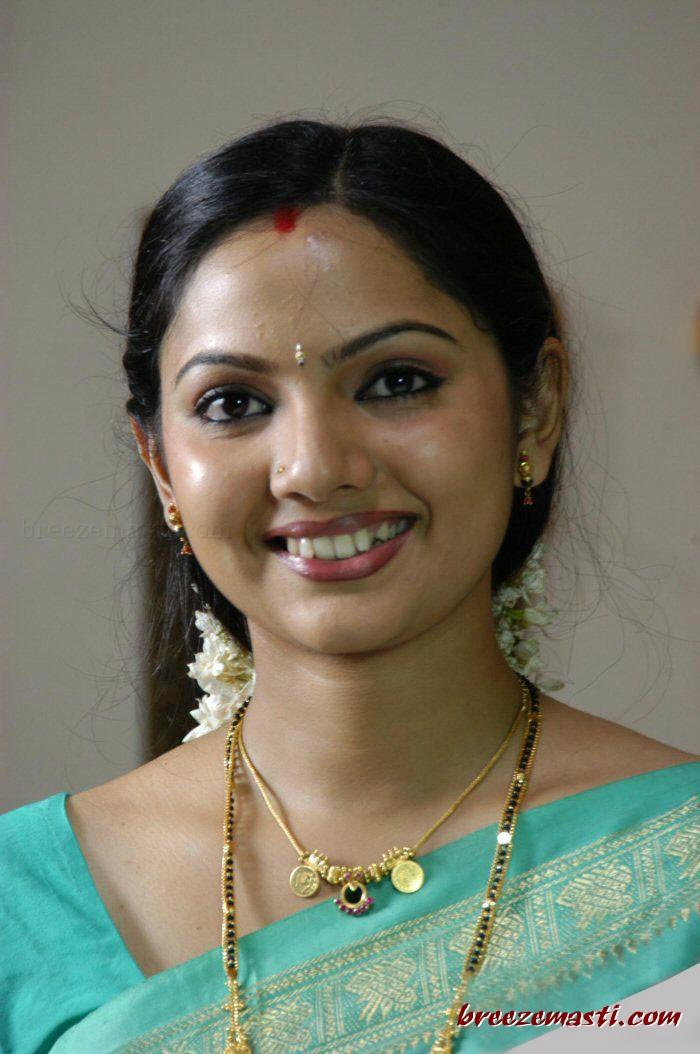 1stbuzz Samvritha Sunil Hot