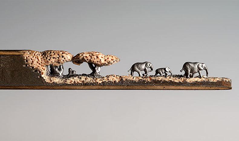 Familia de elefantes tallados en un lápiz por Cindy Chinn