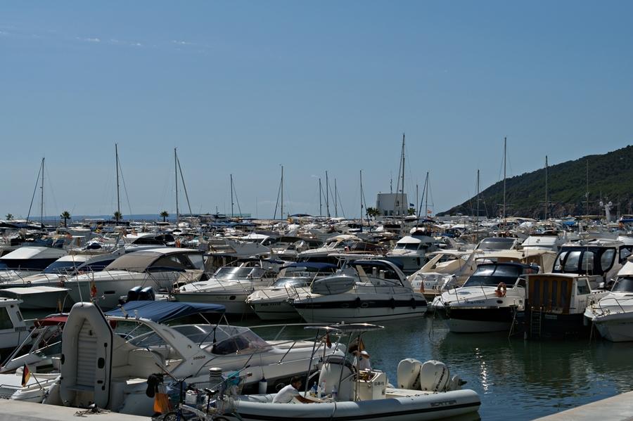 Blog + Fotografie by it's me! - Reisen - La Isla Blanca Ibiza, Santa Eularia - Marina mit unzähligen Yachten