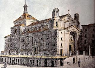 Litografía del edifico y su lonja elevada, con barandilla, y debajo las covachuelas.