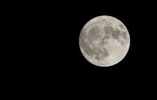 22 Ayat Al-Quran Tentang Bulan