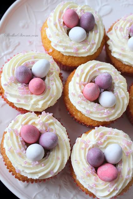 Wielkanocne Babeczki z Jajeczkami - Przepis - Słodka Strona