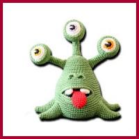 Alien con tres ojos amigurumi