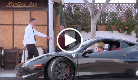 Gelandangan Dihalau Daripada Restoran, Dia Kembali Bawa Ferrari