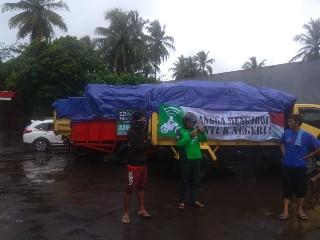Gojek memberikan bantuan 3 truck logistik bagi para korban bencana tsunami selat sunda