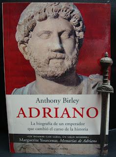 Portada del libro Adriano, de Anthony Birley