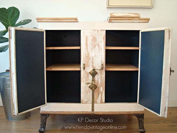 Comprar nevera restaurada, limpia lista para colocar en decoración. muebles vintage en valencia