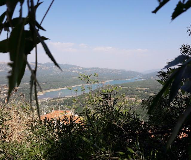 lago Pertusillo