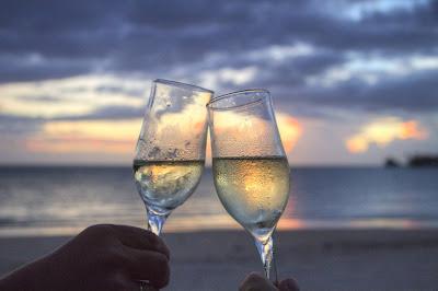Champagne romantic beach picture