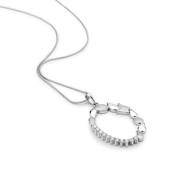 Platinum chain pendant set