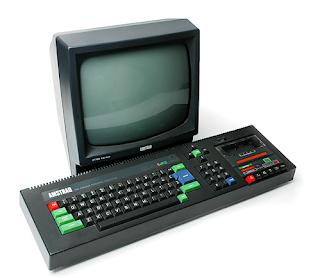 Imagaen del ordenador doméstico de 8 bits: Amstrad CPC 464 que incluía teclado, casete y monitor de fósforo verde