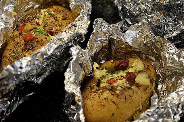 papas rellenas, papas al horno, recetas con papas, papas envueltas en papel, papas con cascara, papas rellenas con queso y panceta, papas con panceta y queso, recetas faciles, recetas, food, foodporn, foodtruck,