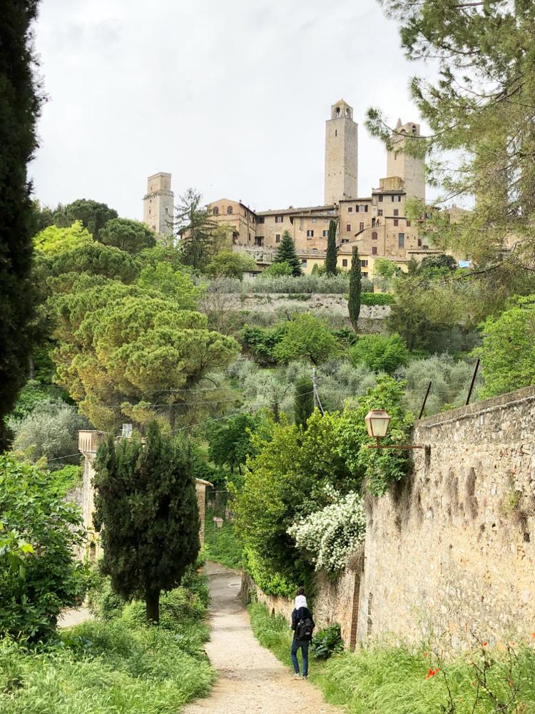 scorcio di San Gimignano dalla passeggiata delle mura