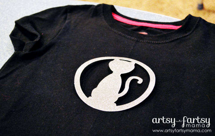DIY Cat Costume T-Shirt at artsyfartsymama.com #Halloween #costume #kidscostume #nosew #Cricut
