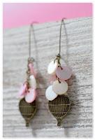 boucles d'oreilles montgolfières bronze et nacre blanc et rose