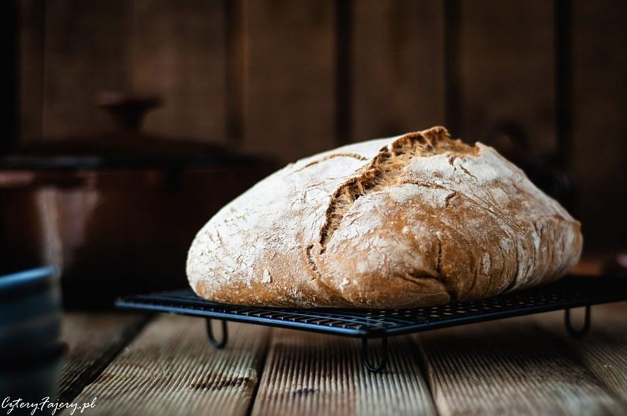 Chleb-z-garnka-zeliwnego
