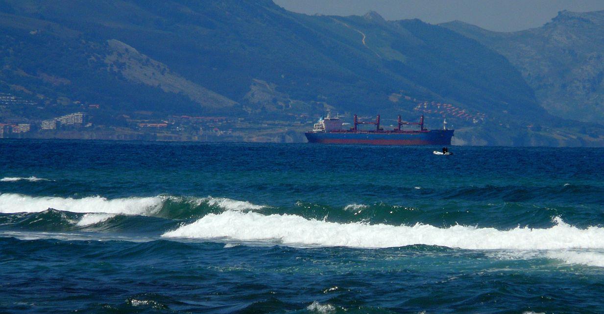 barco mercante puerto bilbao 01