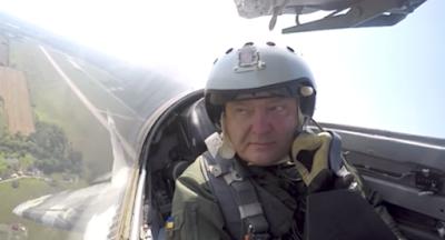 """Порошенко анонсировал повышение выплат военнослужащим """"в зоне АТО"""""""