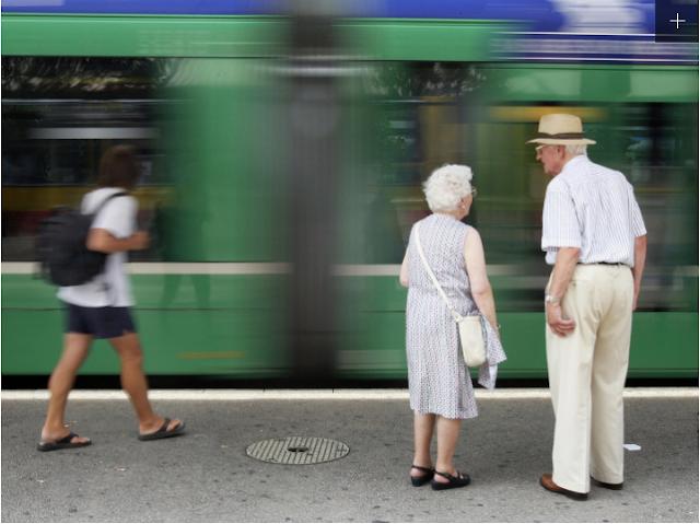 Swiss, Rata-rata usia penduduk : 82,8 tahun