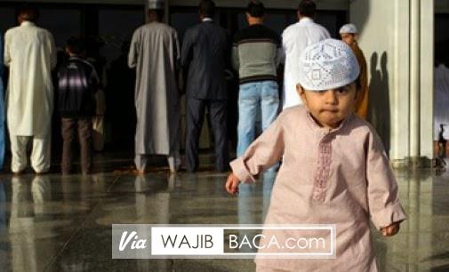 Kata Siapa Dilarang? Ternyata Ini Lho Hal yang Diperbolehkan Ketika di Masjid!