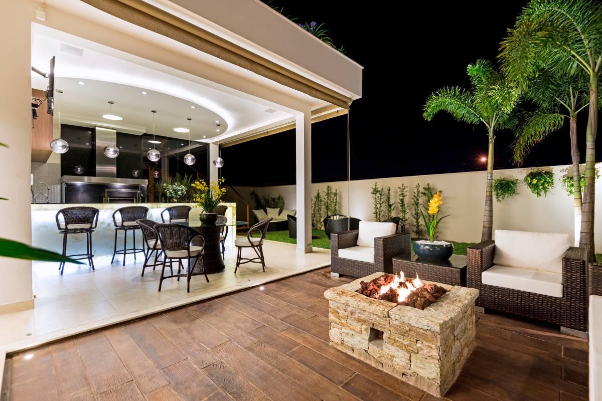 Se ter um espaço gourmet/área de churrasco em casa já é muito bom  #47631D 1200 800