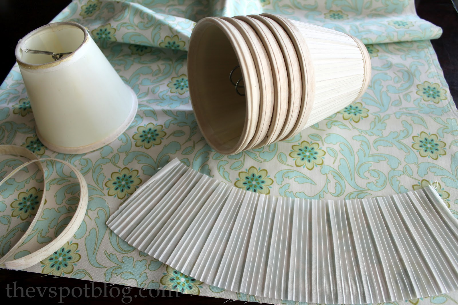 Upcycling Boring Lampshades With Fabric Spray Paint And A Glue Gun