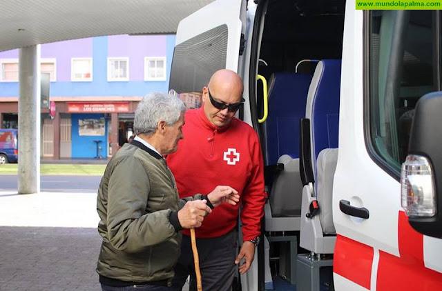 Cruz Roja en Canarias ofrece el servicio de transporte adaptado y sociosanitario para que las personas con movilidad reducida puedan ejercer su derecho al voto