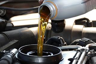 setiap mesin kendaraan tentu saja memerlukan oli sebagai pelumasan agar seluruh komponen  Efek Buruk Isi Oli Mesin Tidak Sesuai Takaran