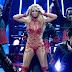 A Britney Spears se le rompe el sujetador en pleno concierto