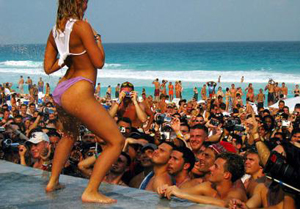 Let S Party In South Padre Island Texas Spring Breakers Flock To This Beach Community Every Year And Can Experience All The Fun Sun Activities They